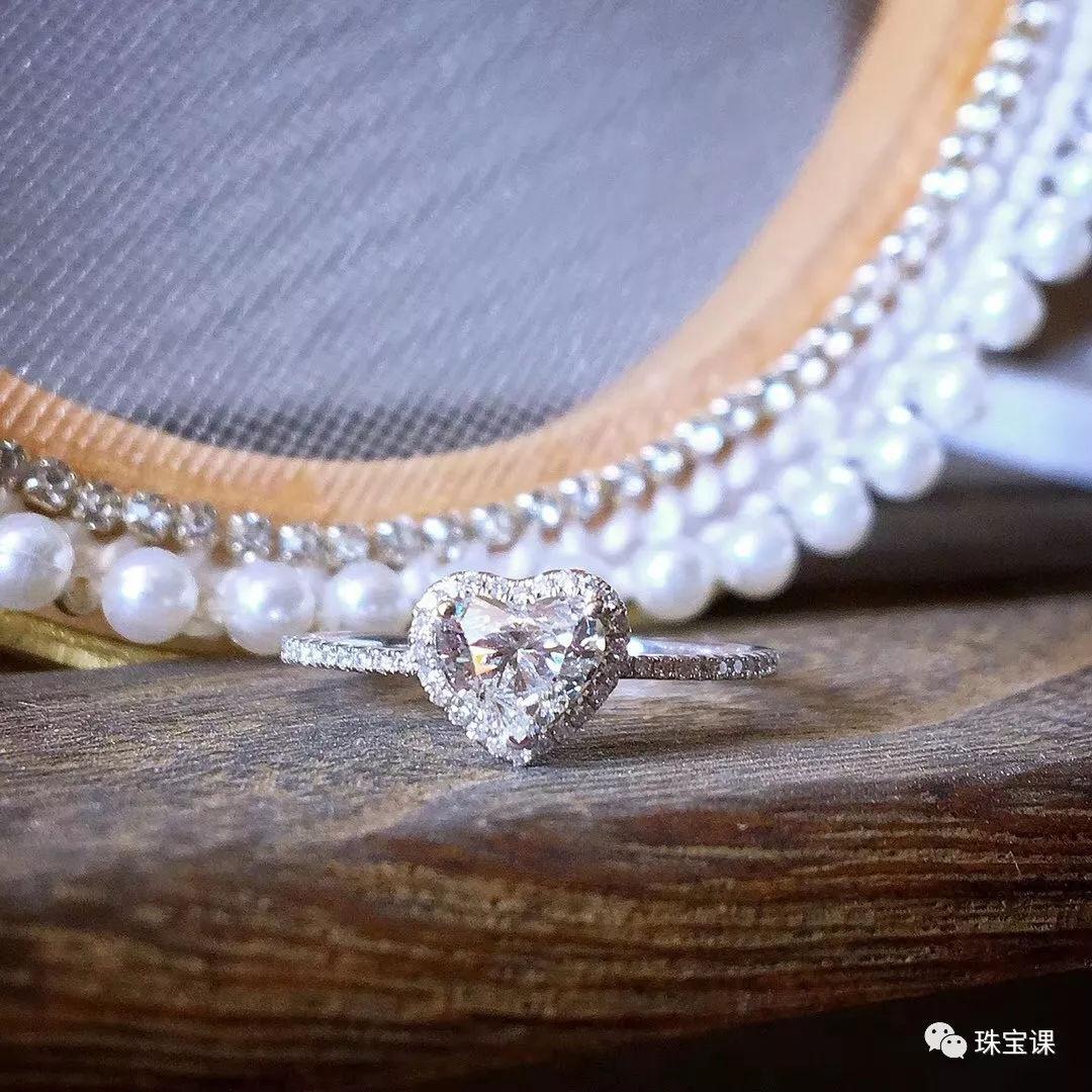 祖母绿宝石戒指价格 佩戴时需注意什么