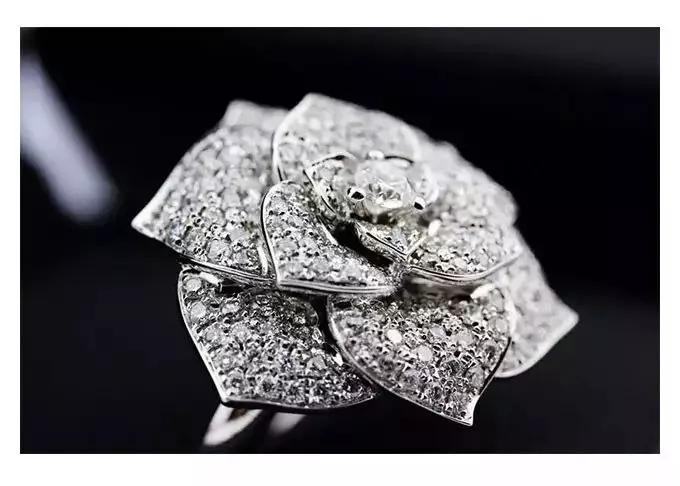 钻石镶嵌工艺-钻石镶嵌方法中...哪种最闪?哪种最潮?