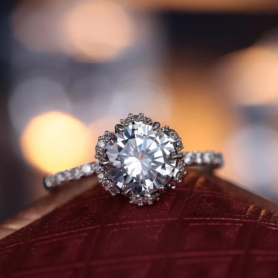 男士购买钻石礼物博得爱人欢心要做的功课