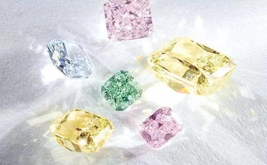 爱更爱告诉你关于钻石颜色的秘密