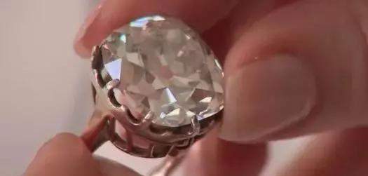 买钻戒要选四爪好还是六爪好?一次看懂钻戒爪数的差别!