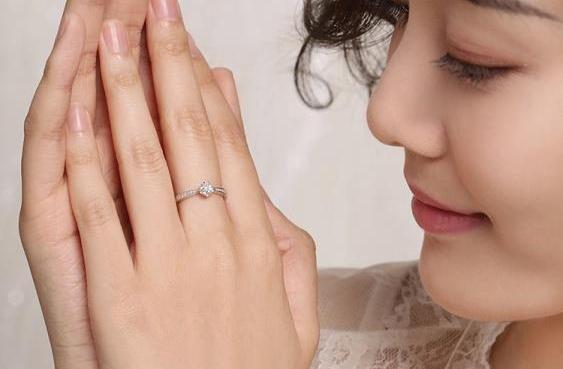 人生第一枚钻戒怎么选?从0开始教你挑选钻石戒指