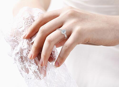 在巴中结婚买钻戒多少钱合适?去哪里买划算?