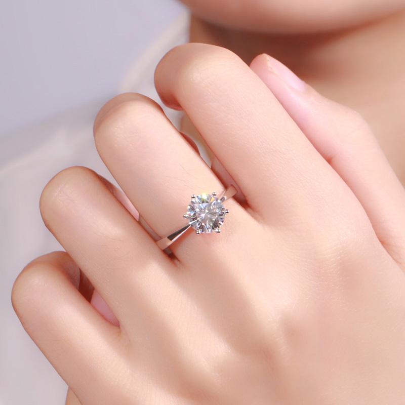钻戒选款攻略:各种手型与戒指的搭配