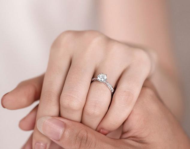 结婚买多大的钻戒才合适?50分钻戒大概多少钱?