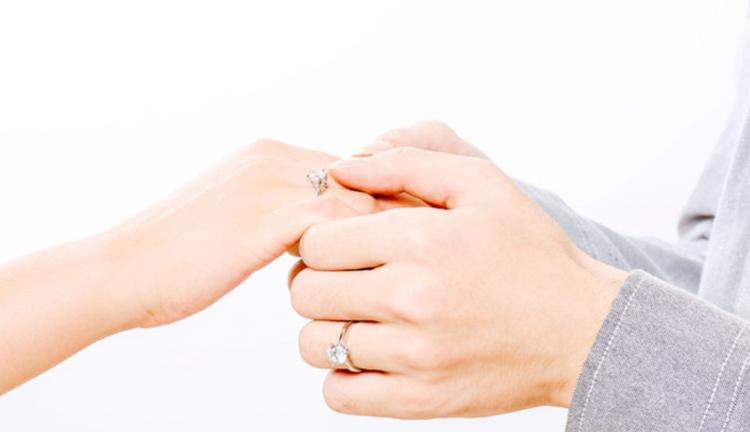 买结婚钻戒越大越好吗?一克拉钻戒多少钱?
