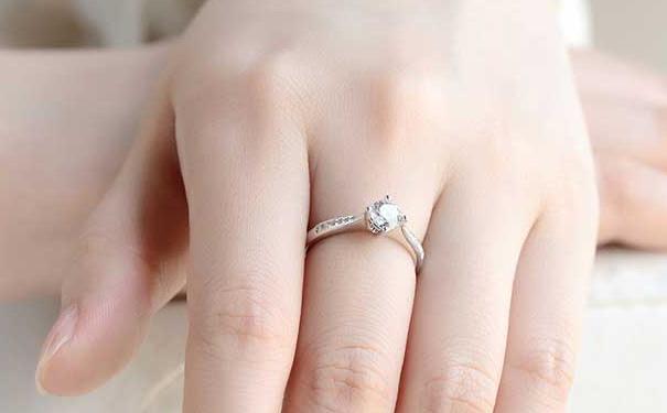 在成都结婚买钻戒多少钱合适?去哪里买划算?